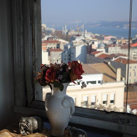 Vase with window